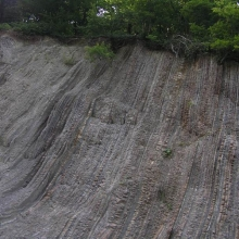 Скалы вдоль дороги
