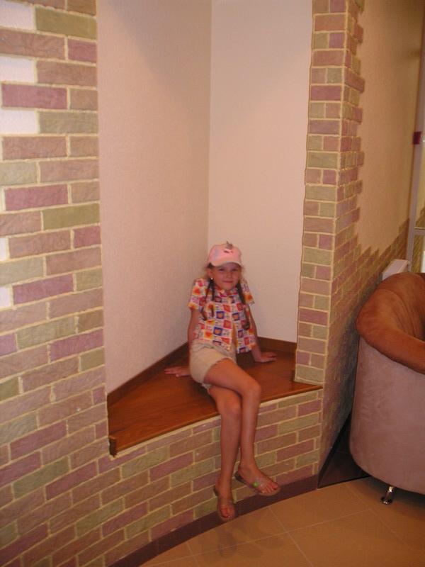В вестибюле