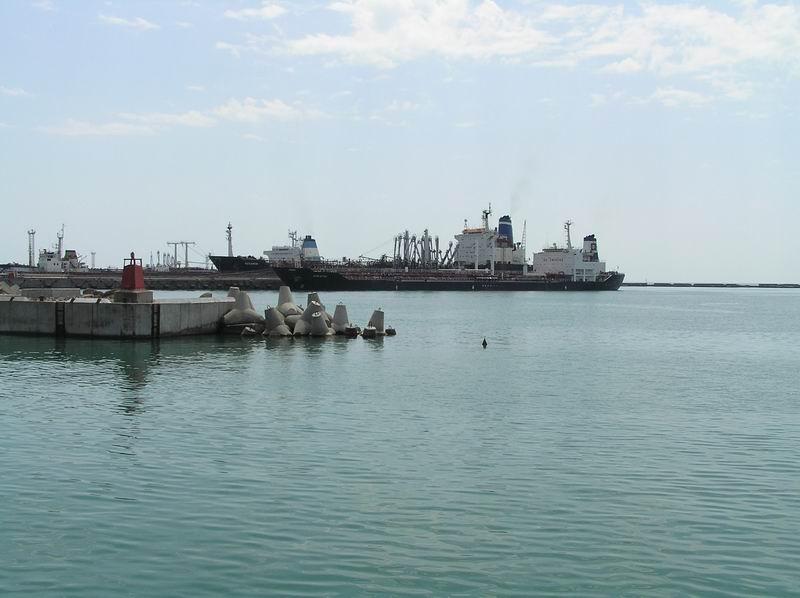 Набережная и акватория грузового порта
