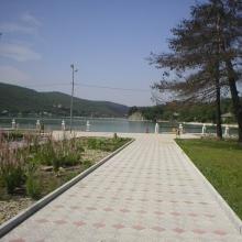 Вид на парк и озеро Абрау