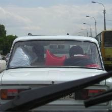 Главная примета второго экипажа - красный горшок за окном