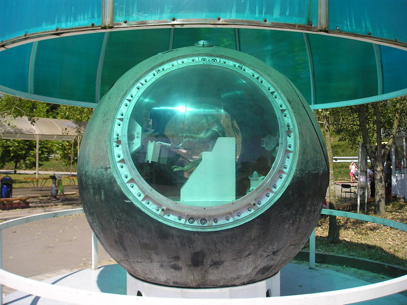 Памятник обезьянам-космонавтам