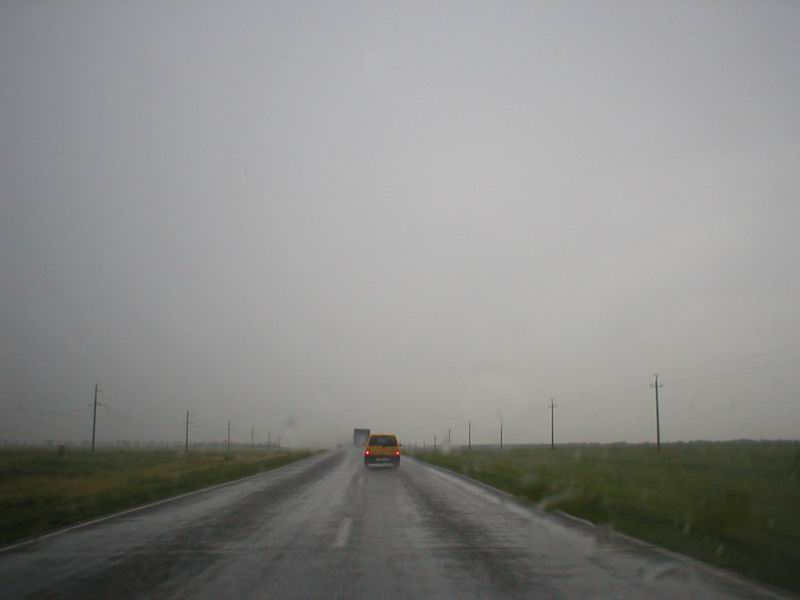Дождь перед Сальском. Встречку почти не видно.