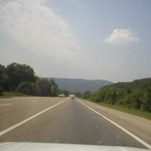 А дорога уходит все глубже в горы...