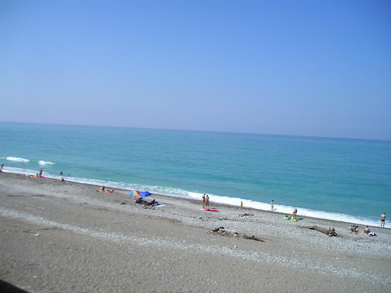 Вид на пляж из кафе