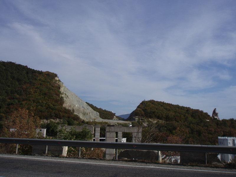 Местный долгострой - начало (оно же и конец) объездной дороги