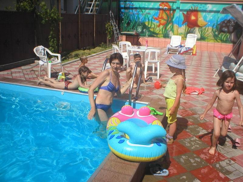 Внутренний дворик с бассейном