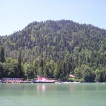 На озере Рица