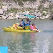 или водным велосипедом...