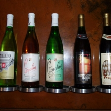 """Коллекция местных вин всех времен, в том числе легендарные """"Улыбка"""" и """"Портвейн N72"""""""