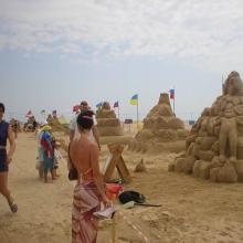 Фестиваль песчаных фигур на центральном пляже в Витязево
