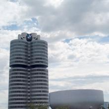 Офисный центр BMW и чаша музея
