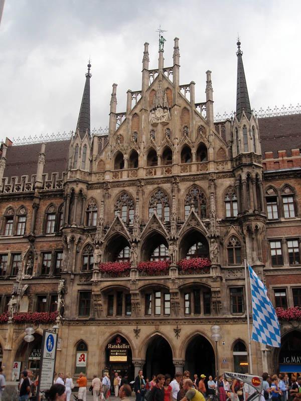 Новая Ратуша (Neues Rathaus) - главный вид