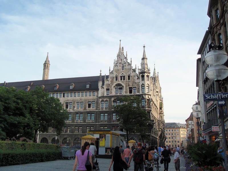 Новая Ратуша (Neues Rathaus) - вид сзади