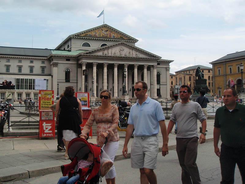 Макс-Йозеф-плац (Max-Joseph-Platz) и здание Национального театра