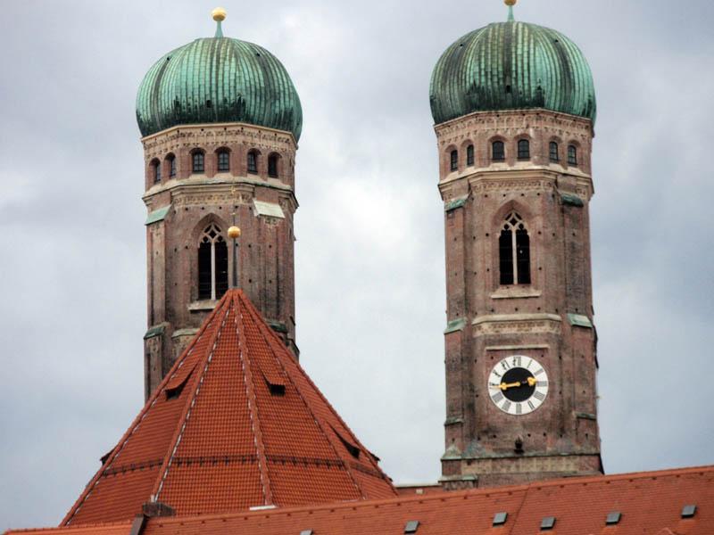 Оригинальные купола церкви Фрауэенкирхе (Frauenkirche) видны отовсюду и служат хорошим ориентиром