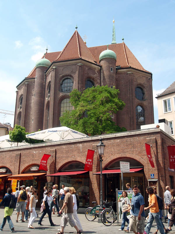 Церковь Св. Петра, вид сзади