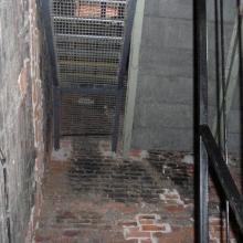 Лестница на мост между башнями костёла