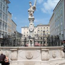 Фонтан со статуей Св.Флориана на Старом рынке (Alter Markt)
