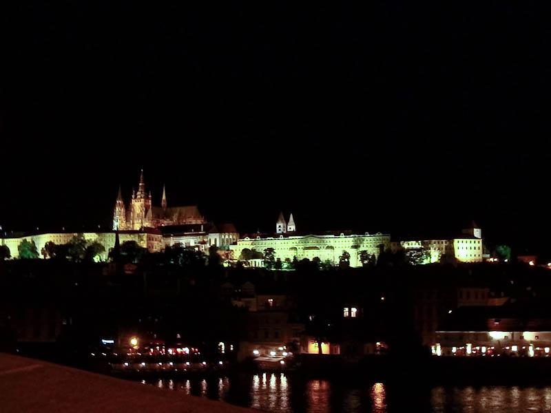 Ночной вид на Пражский Град