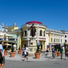 Центральная площадь парка