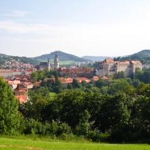 Город и замок со стороны