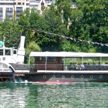 Говорят, что он ходит со времен открытия пароходного движения по озеру