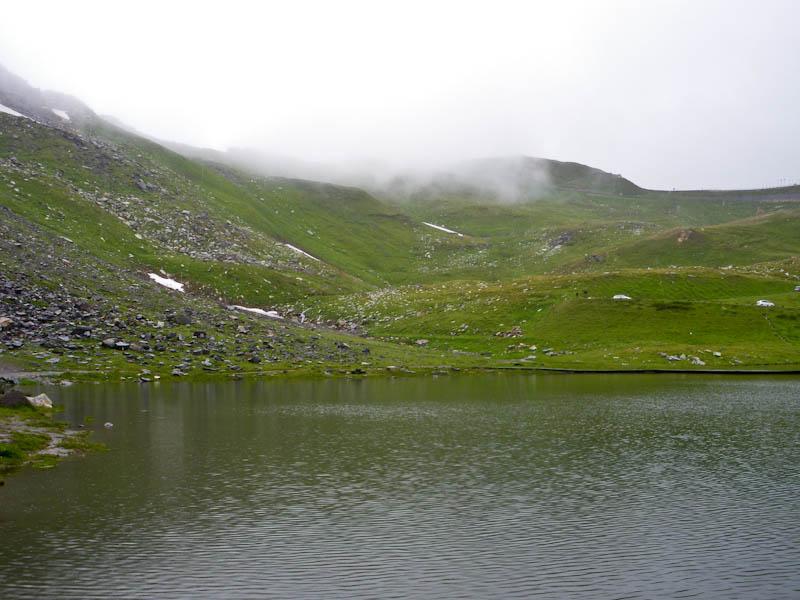 Маленькое горное озеро