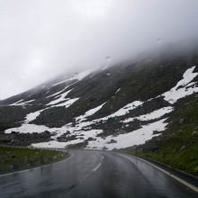 Дорога мокрая и скользкая