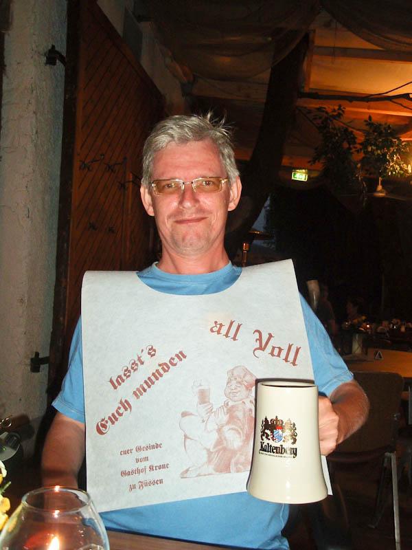 Мне - местное пиво Кальтенберг...
