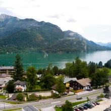 Вид на поселок, озеро и окрестности